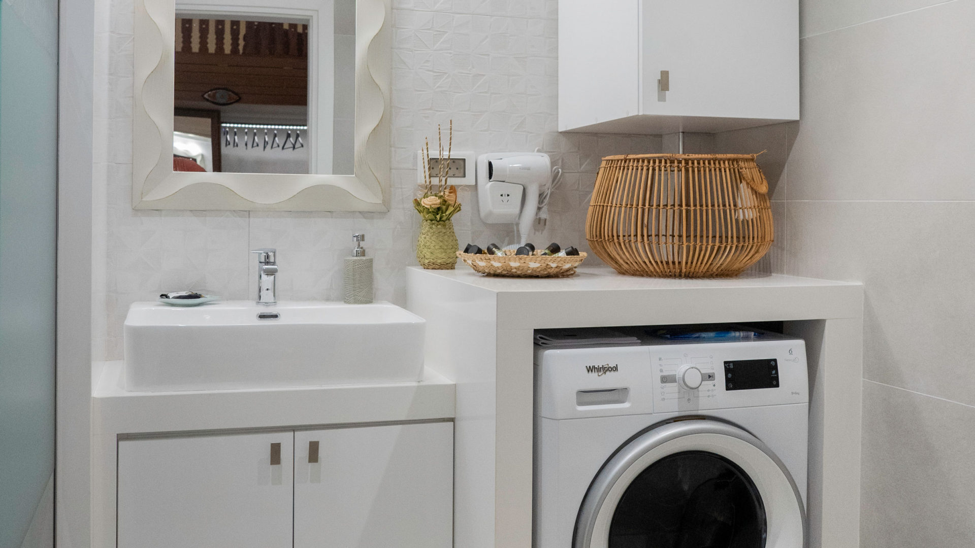 WC with walk-in shower and washing machine