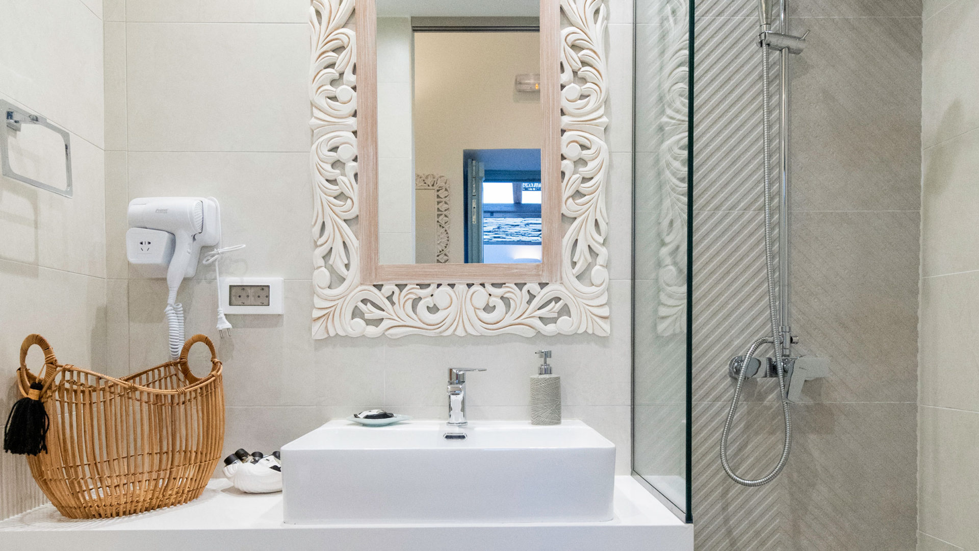 WC with walk-in shower