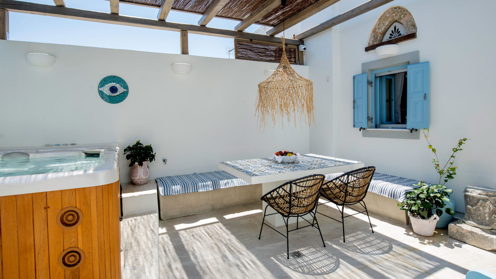 Private yard with dining table and hot tub
